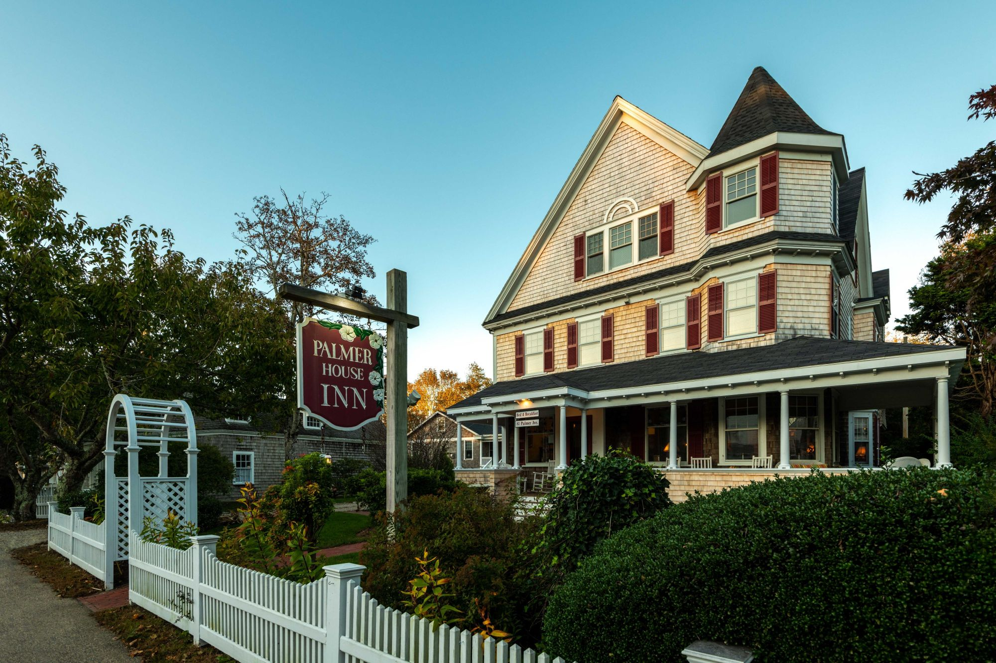 Palmer House Inn from road